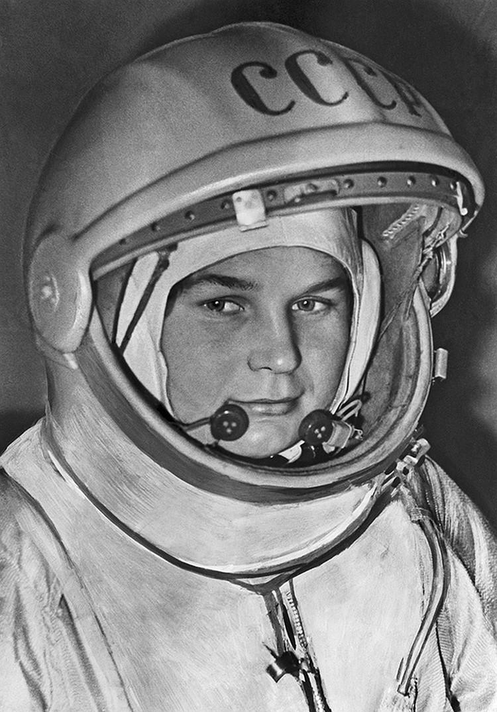 Валентина Терешкова в скафандре советского космонавта. Фото: ТАСС