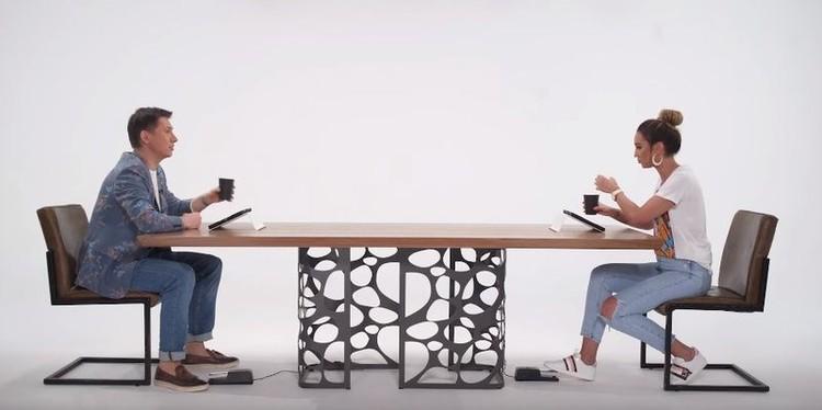 По сценарию шоу, Тимур и Ольга должны были задавать друг другу «неудобные» вопросы. Фото: кадр видео.