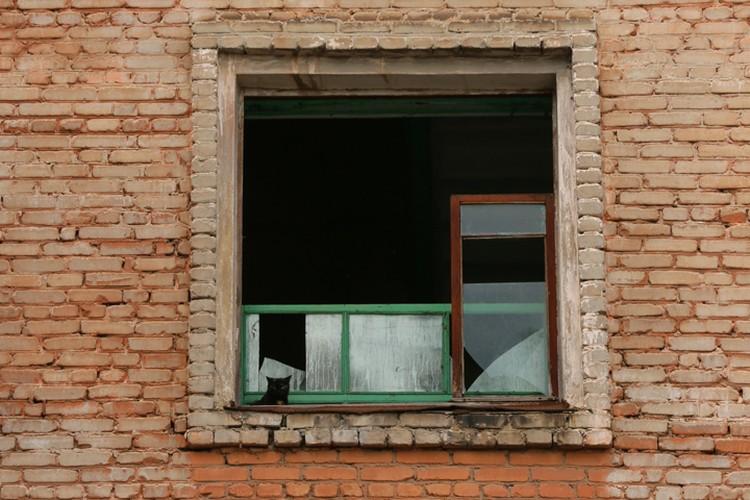 Многие дома остались без стекол. И без электричества