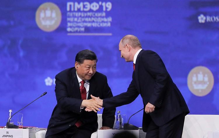 Первой темой дискуссии стала торговая война США и Китая и место России в ней