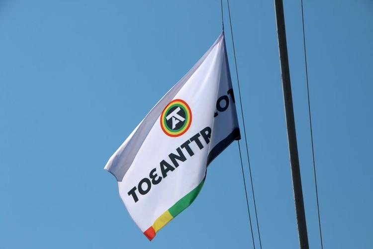 Флаг соревнований поднимали юные спортсмены