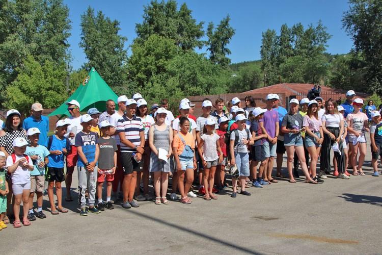 В детских соревнованиях приняли участие около 100 мальчишек и девчонок от 7 до 17 лет