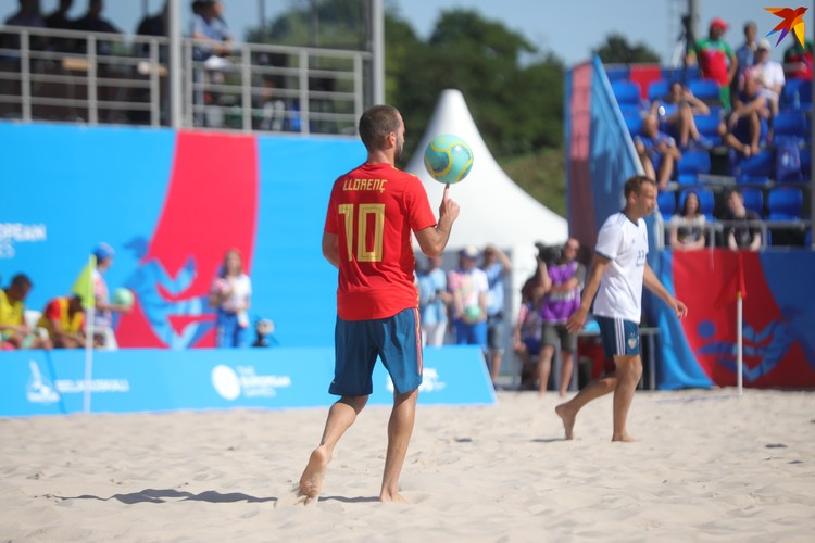 В пляжном футболе игроки техничны во всем.