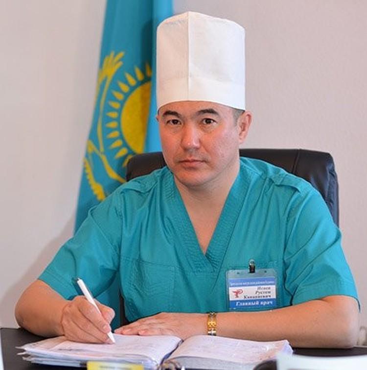 """Главврач Рустем Исаев опознал в """"выжившем"""" своего пациента. Фото: Актюбинский медицинский центр, официальный сайт."""