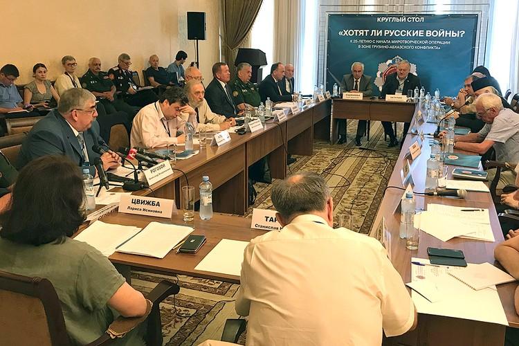 В столице Абхазии прошел круглый стол, приуроченный к 25-летию введения миротворческих войск СНГ.