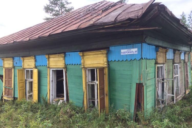 """снимки уплывших домов выкладывают в интернет, чтобы владельцы могли их увидеть. Фото: группа """"Тулун, дома и вещи на островах после наводнения"""" в соцсетях."""