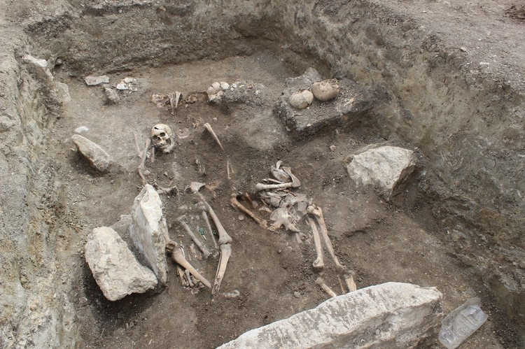 "Общий вид погребения. Фото: пресс -служба фонда ""Археология"""