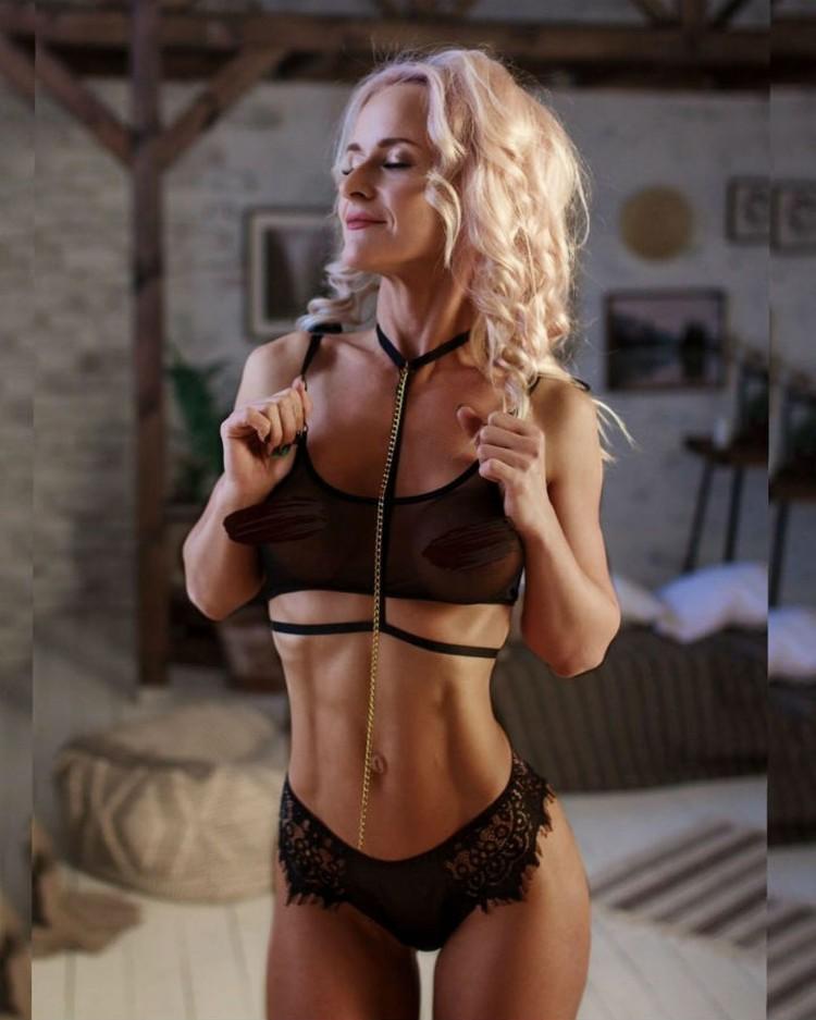 Красавица помогает обрести своим клиентам красивую фигуру. ФОТО: https://playboyrussia.com/