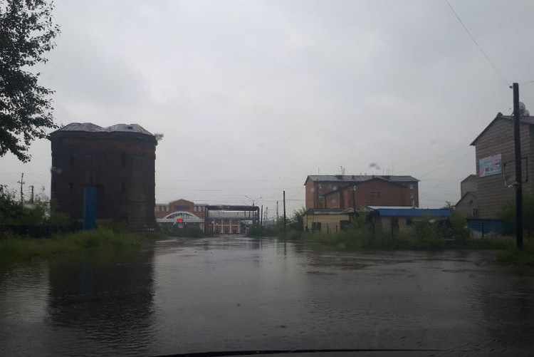 Так выглядят улицы Тулуна во время дождя, 27 июля. Фото: соцсети.
