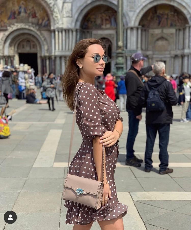Девушка много путешествовала и делилась впечатлениями в соцсетях