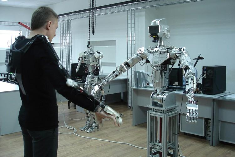 Робота Федора создали в магнитогорской компании «Андроидная техника».