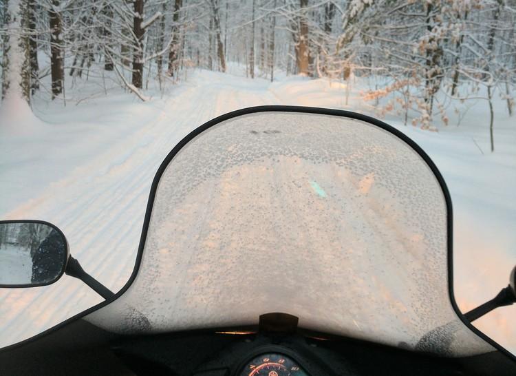 Зимой поисковики объезжали местность на снегоходах Фото: pixabay.com
