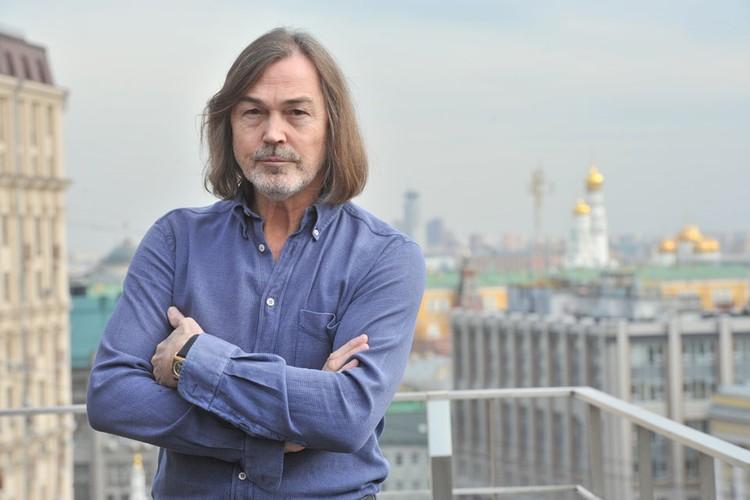 Квартира Никаса Сафронова находится в самом центре Москвы, в Брюсовом переулке.