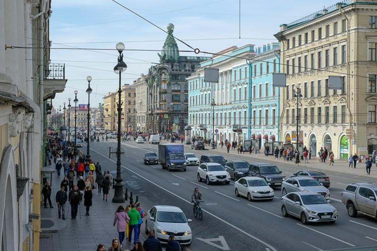 """Санкт-Петербург и Москва - две главных """"точки притяжения"""" для мигрантов, отмечают эксперты. Неудивительно, что год от года здесь растет количество заболеваний - причем не только психических."""