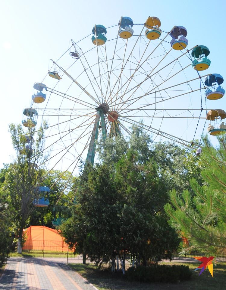 Колесо обозрения в парке возле гшородской набережной чаще всего не работает – желающих покататься на нем почти нет