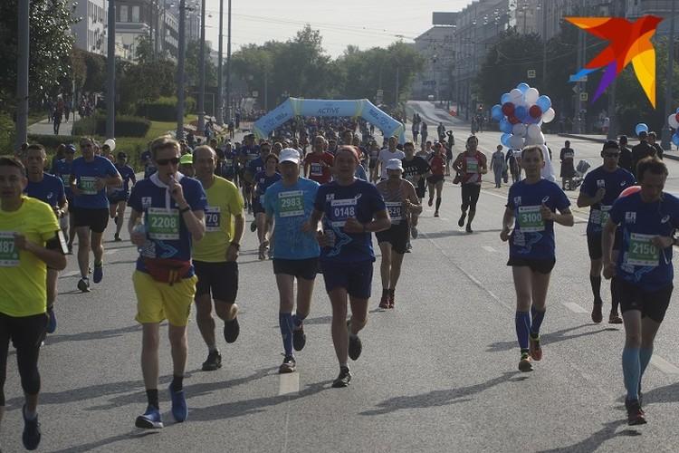Обычно старт и финиш марафона проходили на площади 1905 года, но в этом году организаторы решили немного изменить формат