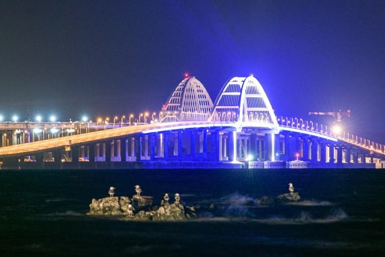 Стройка века - Крымский мост. Фото: Кот Моста/VK