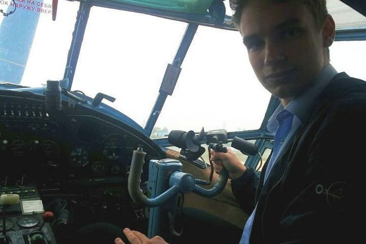 Педагоги школы № 86 Екатеринбурга благодарят своего выпускника Георгия Мурзина за спасение жизней пассажиров авиалайнера «Уральских авиалиний».