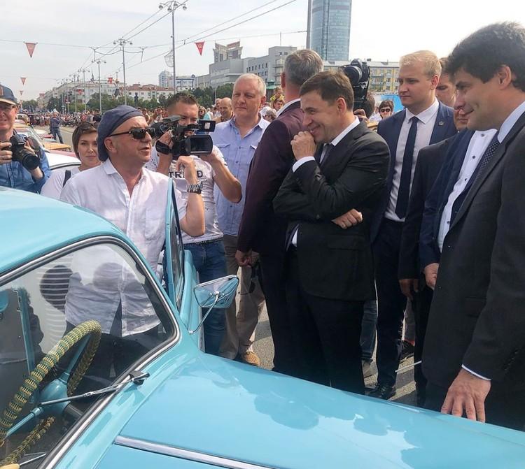 Шахрин поблагодарил политиков за уникальный подарок. Фото: Instagram Евгения Куйвашева