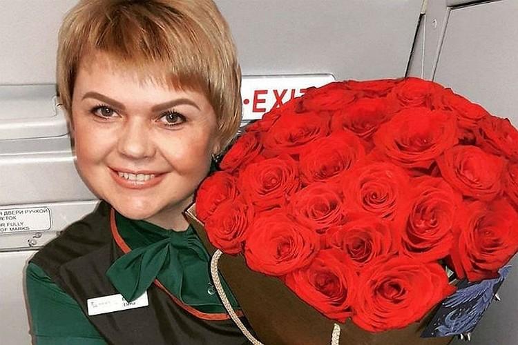 Елена Лапуцкая скоро снова будет встречать пассажиров на борту. Фото: соцсети.