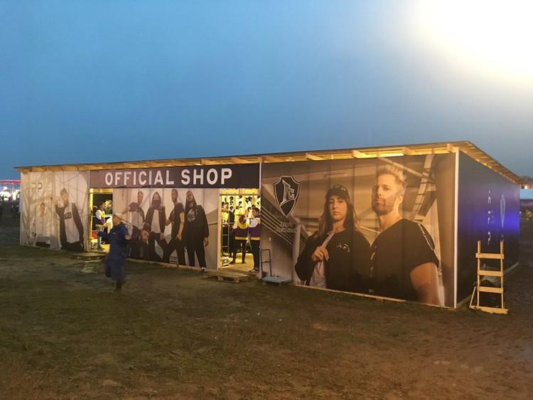 Фирменный магазин одежды фестиваля Alfa Future People