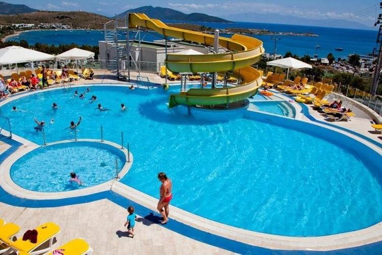 Тот самый бассейн в городе Бодрум. Фото: официальный сайт отеля Sunhill