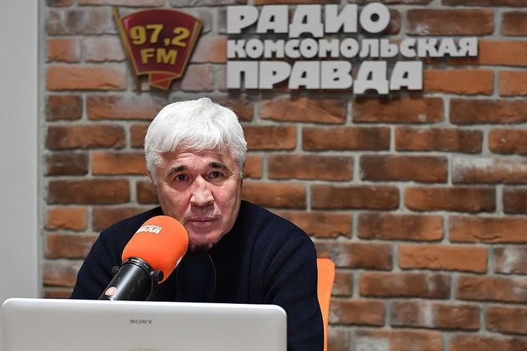 """Евгений Ловчев в студии Радио """"Комсомольская правда""""."""