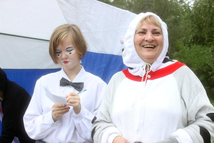 Волонтер приюта Ольга (на фото справа) рассказала о жестоких людях, которые бросают своих питомцев
