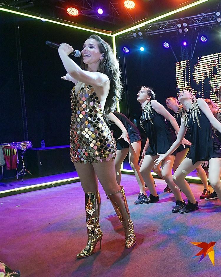 На концерт Наталья приехала в прозрачном платье