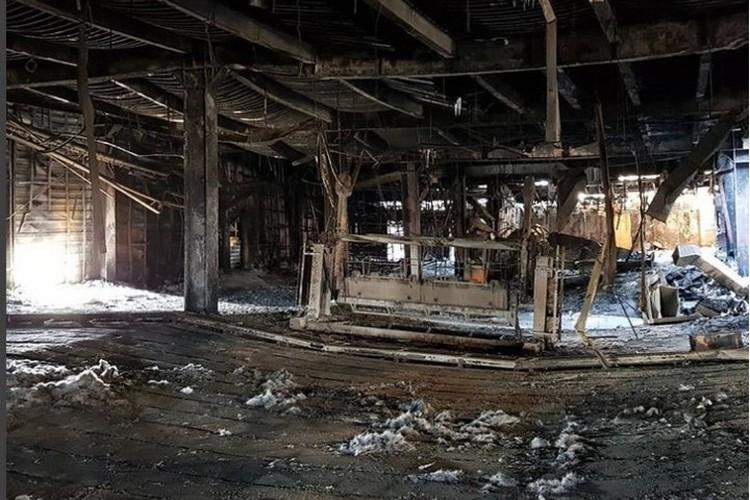 То, что осталдось от ТРЦ после пожара.