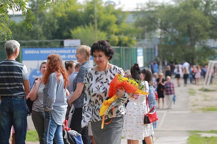 Часть букетов учителя забирают домой