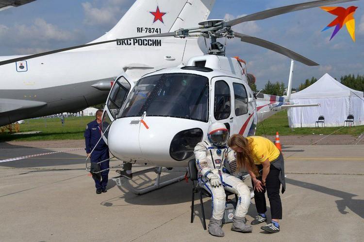 """Новый российский скафандр """"Сокол-М"""" - в таких космонавты будут летать на корабле """"Федерация"""""""