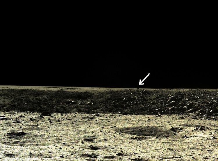 """Черный прямоугольник, сфотографированный первым """"Нефритовым зайцем""""."""