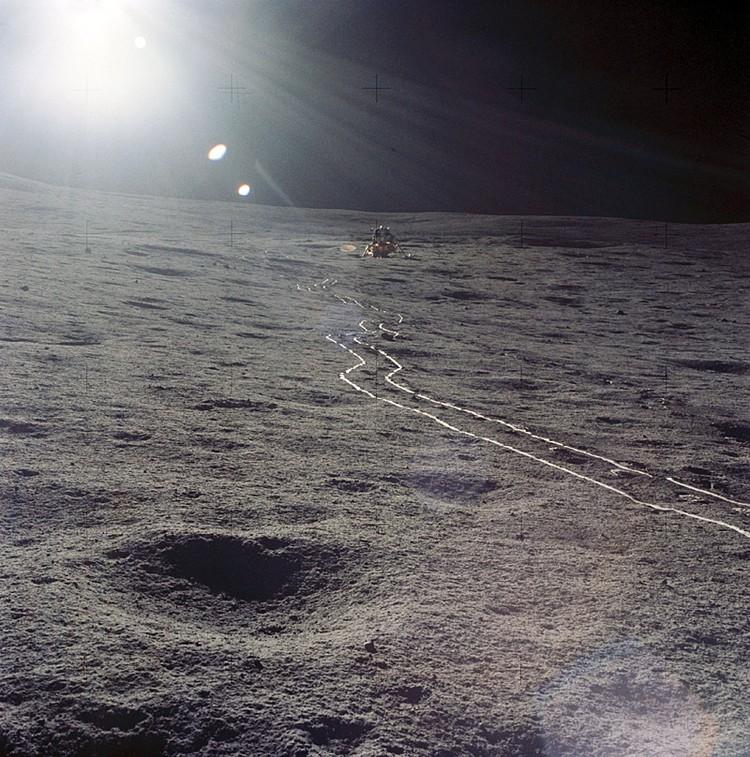 Hе нашпигована ли Луна активными и «злыми» бактериями?