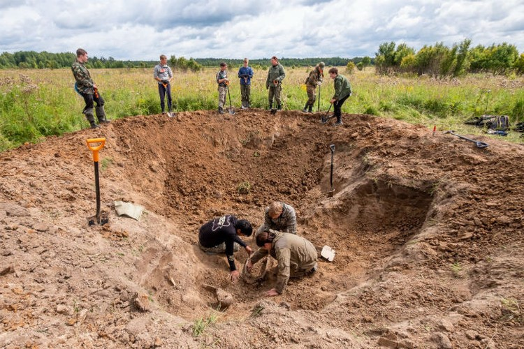 Ребята работали по колено в грязи Фото: поисковый отряд «Сталкер»