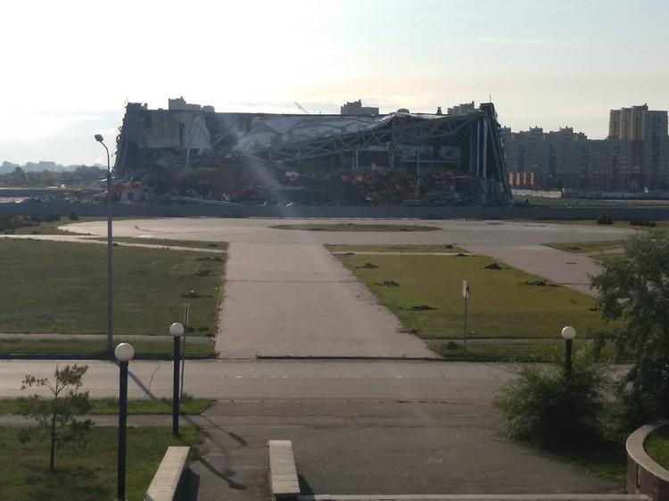 Сейчас здание почти разрушили полностью