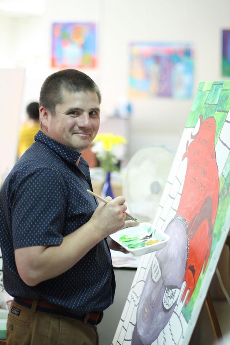 Дима Кошенский. Работа над автопортретом с красным быком. Фото: Архив проекта «Наивно? Очень»