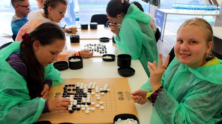 Школьники особо рады приобщиться к интересной игре