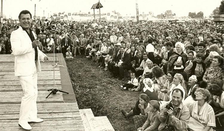 В 1960—1970-е годы Кобзон ездил с концертами на ударные комсомольские стройки