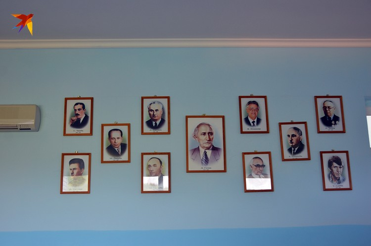 Классики абхазской литературы на школьной стене