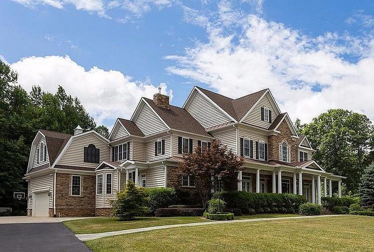 По данным американских СМИ, Смоленков проживает в этом доме в штате Вирджиния под своим именем и с госохраной
