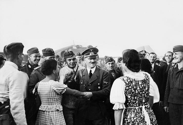 С момента прихода Гитлера к власти в Германии не прошло еще и года, а Варшава уже заключила договор о ненападении с Берлином