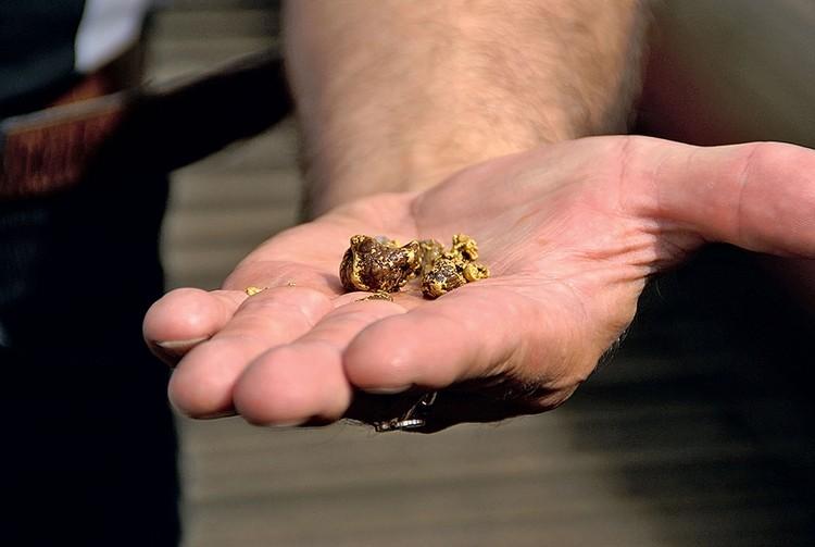 Поисковые разведочные работы преимущественно сосредоточены на золотосеребряных объектах.