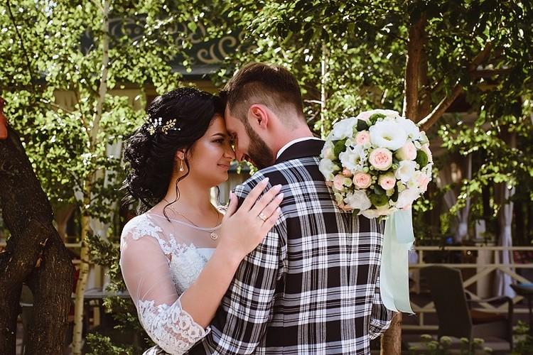 Молодые выбрали день свадьбы так, чтобы он совпадал с днем начала отношений. Фото: Личный архив семьи Деминых