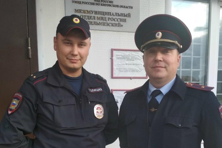 Руслан Овчинников (слева) и Алексей Петров (справа) спасли жизнь человека. Фото: УГИБДД УМВД России по Кировской области