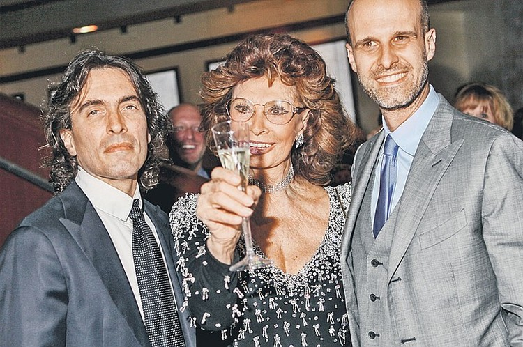 Легендарная актриса с сыновьями - Карло (слева, его назвали в честь отца) и Эдуардо.