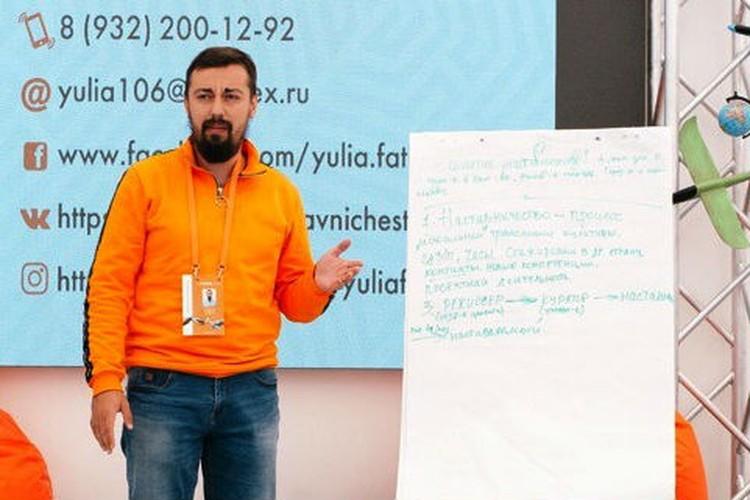 На форуме Николай рассказал, как с помощью игры можно сделать детей умными! Фото: Федеральное агентство по делам молодёжи.