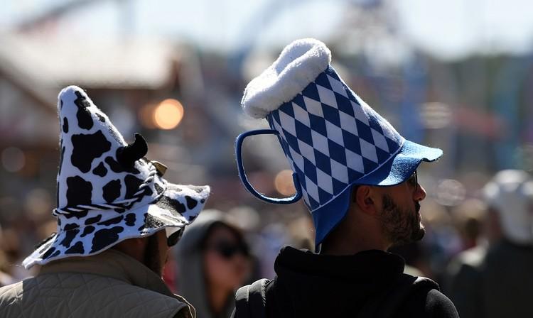 Tурфирмы даже организуют специальные туры для любителей пенного, подгоняя даты путевки на дни фестиваля