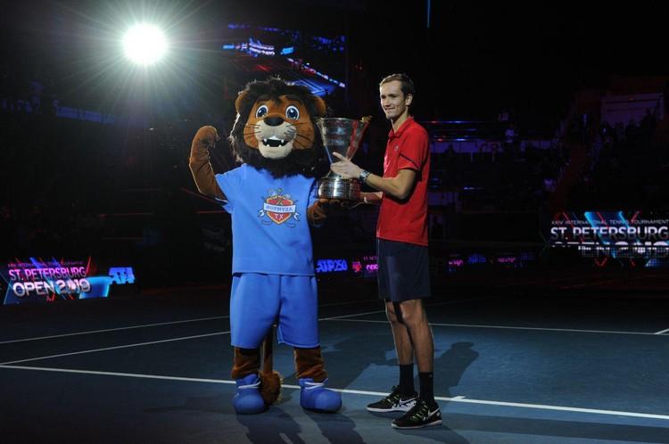 23-летний Медведев завоевал шестой титул в карьере.