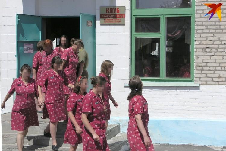 Заключенные женщины могут приобщаться к искусству в клубе колонии